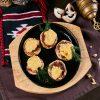 Шампиньоны фаршированные бараниной и запеченные под сыром